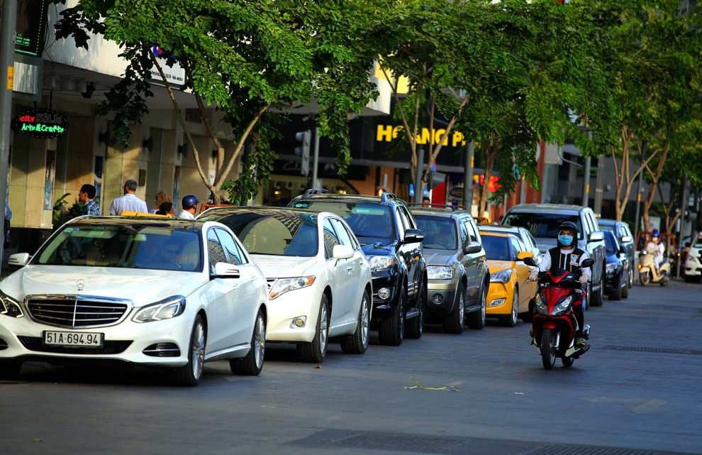 Phí bảo trì đường bộ xe ô tô 5 chỗ và những điều cần biết